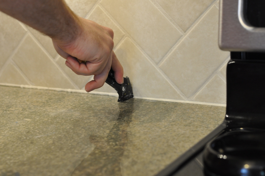 How to use a caulk finishing tool