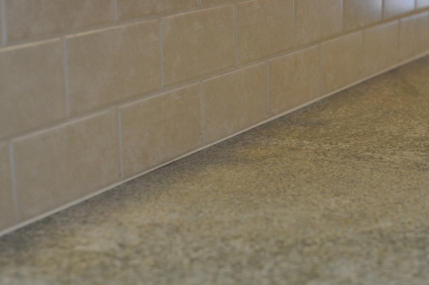 How to tile a ceramic backsplash