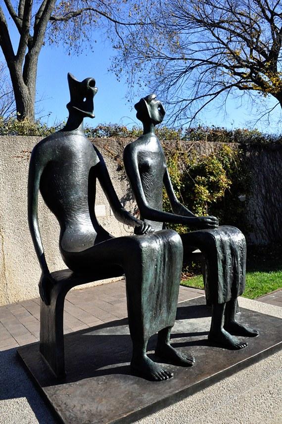 Hirshhorn Museum Statue